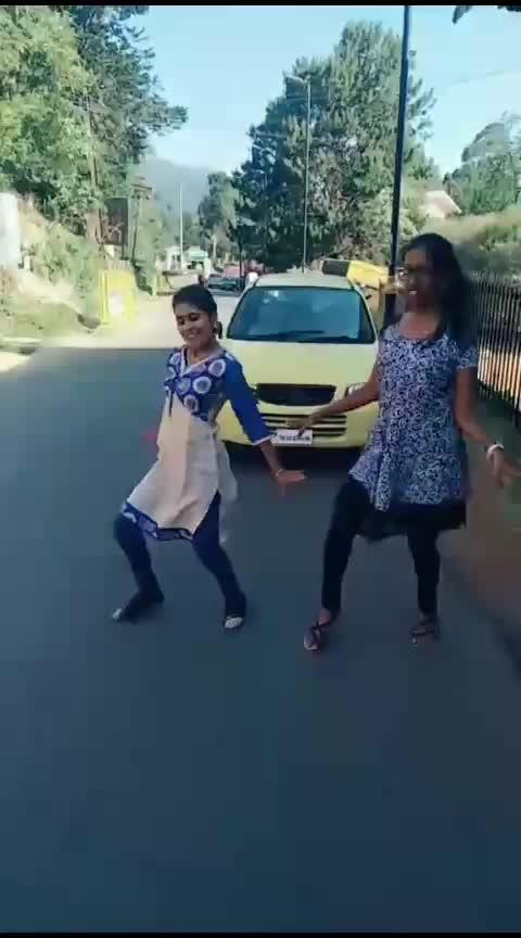 Blooper💃💃💜#vijay#danceinpublic#blooper#featurethis#risingstar#mohana#mohanadancevsdance#roposo-dance#roposo-dancer#roposo-tamil#roposo-india