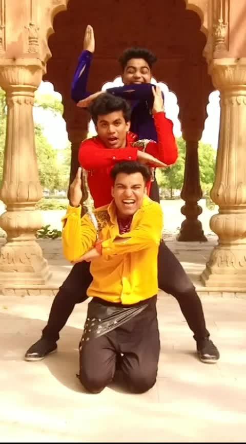 Aankh Marey Dance Video ...Hope you guys liked it  #roposo-dance #aankhmarey #followme #dance #artist #viralvideo #1millionaudition #1millionaudition #1millionviews #like-it