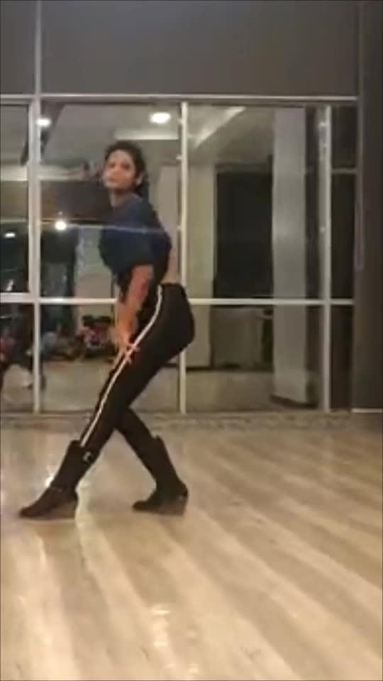 MJ feels with Svetana ♥️ .. .. #mj #roposo #roposoapp #dance #dancerlife #jazz #dancer #danceroposo