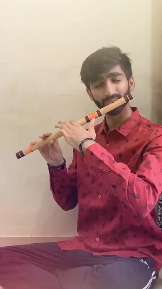 OMG Theme song! . . This tune has been like the first thing I've always played when I meet new musicians because this is quite a difficult piece to play, leaves me breathless everytime but stress-less as well so I decided to share this today!❤️ . . . #flute #flutist #flautist #raaga #classicalmusic #instamusic #musician #artist #indianmusic #bansuri #cover #flutecover #music #love #song #songs #instagram #coversong #india #omg #akshaykumar #krishna #radhakrishna