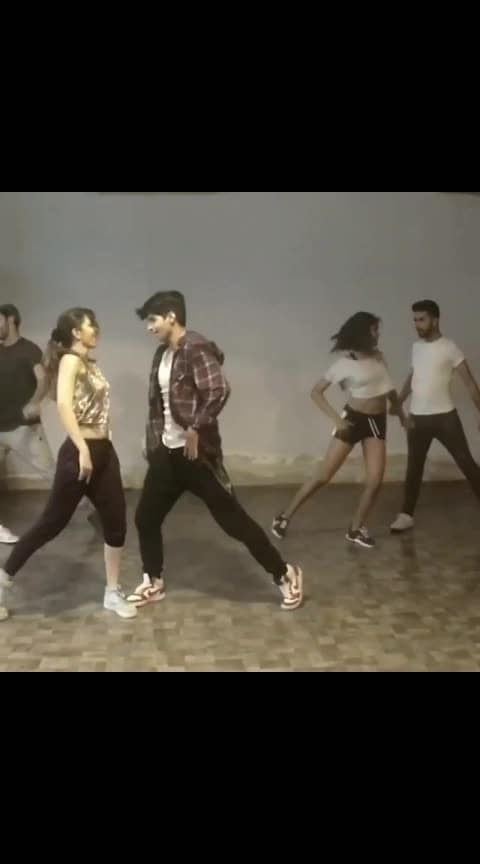 PART I  #Repost @rohan.pherwani - 👉🏻👉🏻👉🏻 BOLLYWOOD MASHUP!🔥❤️ @bgmcfilm_ @loveratri_official @shahidkapoor @akshaykumar @shraddhakapoor @aishwaryaraibachchan_arb @kalepooja #bollywood #india #shahidkapoor #shraddhakapoor #battigulmeterchalu #dekhtedekhte #akshaykumar #dildooba #chogada #chogadatara #DancewithRo #rohanpherwanichoreography #indiancinema #loveratri #actor #fitness #hiphop #bollyhop #bollywooddance #indiandancers #indiandancefederation