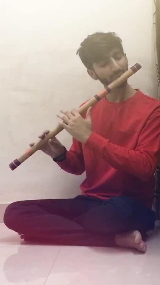 """Tujhko… main rakh loon wahaan Jahaan pe kahin Hai mera yaqeen""💓 . . #flute #flutist #flautist #raaga #fluteplayer #flutelife #musicislife #classicalmusic #instamusic #musician #artist #indianmusic #bansuri #cover #flutecover #music #love #bollywood #hawayein #arijitsingh #jabharrymetsejal #AnushkaSharma #Shahrukhkhan #SRK #JHMS #peace #india #talent  #explorepage #krishna"