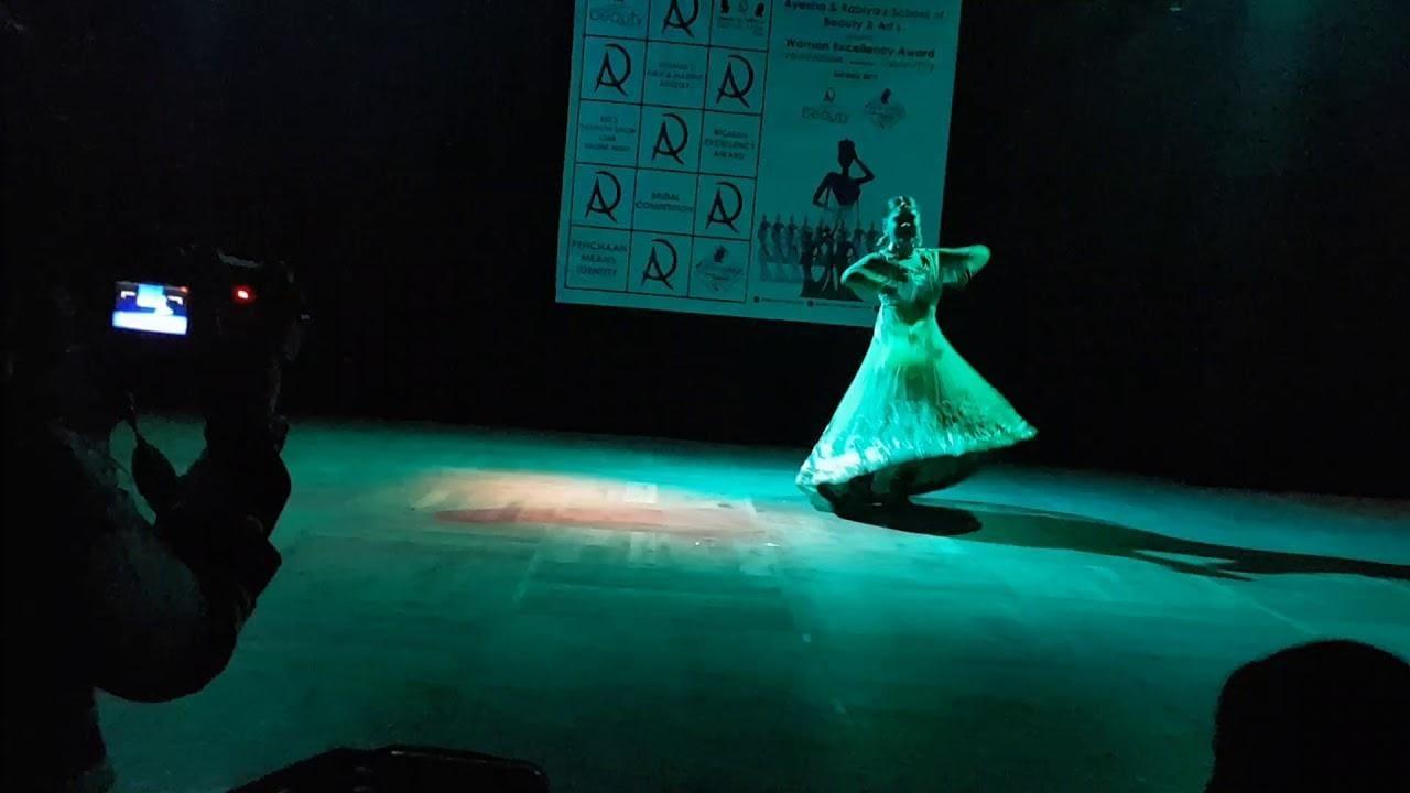 Kathak dancer / Actress Rashmi Pitre performs dance #newdance #newsong #dancer #art #dancer #roposo #roposostar #contest #rashmipitre #bestdancer2019Award #WorldDanceDay #roposo-beats #beats #roposo-happy #roposotv