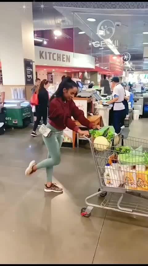 #showing fitness skills in supermarket🧘♀️🧘♀️#yogasan #fitnessgoals #skills #fitness #yogainspiration #supermarket #helth #feelgoodlookgood #girls-enjoy #tipsntricks #gymfashion