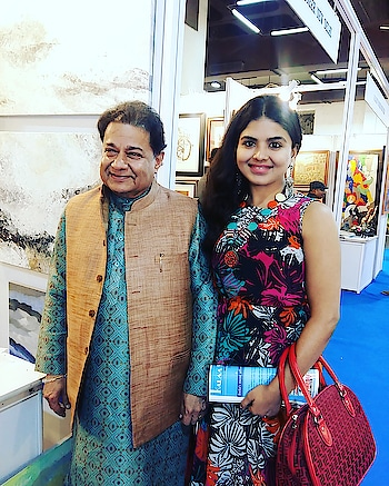 With Anup Jalota ji at my Painting exhibition at the Nehru Centre for India Art Festival - Featured by an Art Gallery from Delhi #roposo #anupjalota #rashmipitrepaintings #rashmipitre #roposostar #beats #roposo-beats #roposo-happy #rangoli #Artfestival