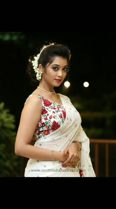 Digangana Suryavanshi stills at Hippi movie pre release #diganganasuryavanshi #southindianactress #tollywoodactress #tollywood #actress #saree #actressinsaree #floraldesign #floralblouse