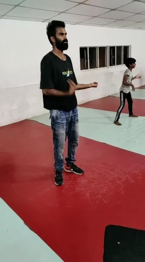 favorite song 🎶🎤🎤🎶 #freestyle #roposo-dance #roposo-tamil #mahibhai #cbe #coimbatore