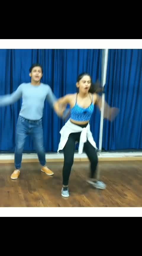 ❤️ Kal tha Fakeer aaj dil shezada hai Lagta Khuda ka koi nek iraada hai !! ❤️ . . So much love for this song & for @bhaiyajiismile ❣️⭐ !! Being the cutest !! 💫 . . .• SONG : Kya Mujhe Pyar Hain .• Choreography by Me. . . .  #danceworkshop #dancelover #lovefordance #thewardrobeengineer #bollywoodsong #dancersofinstagram #dance #dancersofindia #dancing #danceon #love #kyamujhepyaarhai #hrithikroshan #teamnaach #bollywood #mumbai #india #dancing #danceindia #Tseries #punjabi #igers #dancer