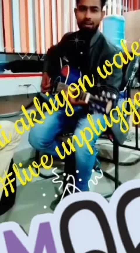 #surili_akhiyo_wale #freelance #singers #guitarist #lyricist #musicality #musicproducer #ropo-star #streetsofmumbai #loveformusic #salmankhanfans