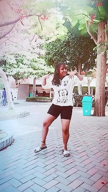 #dance #danceinpublic #roposo-dancer #roposo-dancers #dancerslife #bollywooddance #ashiqui2 #withshaini @roposotalks @roposocontests @shai1