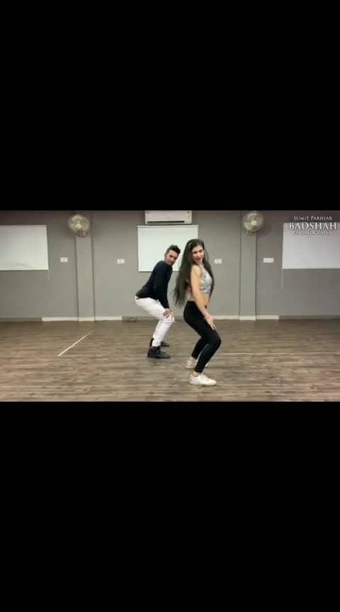 Full video up on the channel!  Hauli hauli recreation couldn't have been better by @tanishk_bagchi  Song: Hauli hauli @officialgarrysandhu @nehakakkar  Choreography: @sumitparihar10 (badshah) Performers: @sumitparihar10 @deepali_likhar 📸: @pulkit1995_official . . . . . #haulihauli #dedepyaarde #ajaydevgan #rakulpreet  #tabu  #punjabi #bangra #hiphop #freestyle #bollywooddance  #swag #dancestudio #dancechoreography #choreography  #choreographer  #showstopper #wow #star #dance