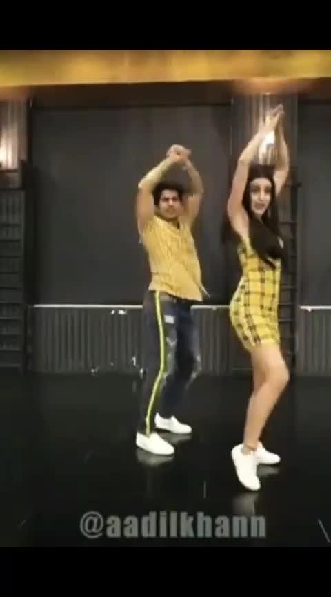 #roposo-dance #fullscreenstatus
