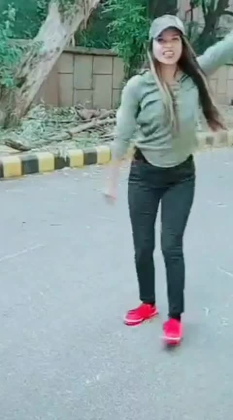#jane_jana  #roposo-hindi  #roposo-dance  #roposo-sport  #public  #roposo-trending  #fullshot 😊