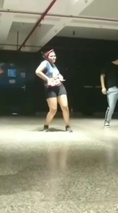 Hip hop 💃 #roposo #roposo-dancer #dancee #delhidancers #femalemodel #dance