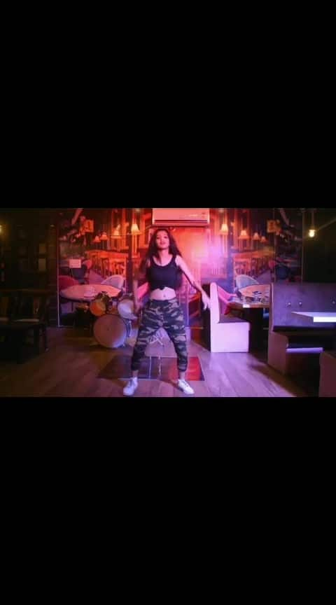 ❤ UNCHA LAMBA KAD ❤ . Video by @vidhan_vd 😘 Really loved shooting in this beautiful cafe 😍❤ @_cafe_terra_ 💯🌼 . #unchalambakad  #dance  #dancevideo  #featureme  #featurethis  #cafeterra #light  #indiandance   #lovethissong  #discolights  #lovethisvideo  #roposo-dancers  #harshitakarmaforever #harshita  ❤ .  @_harshitakarma_  @dance.faculty  @danceflavors  @indian.dancers.community  @indiandancecompany  @indian_dancefederation