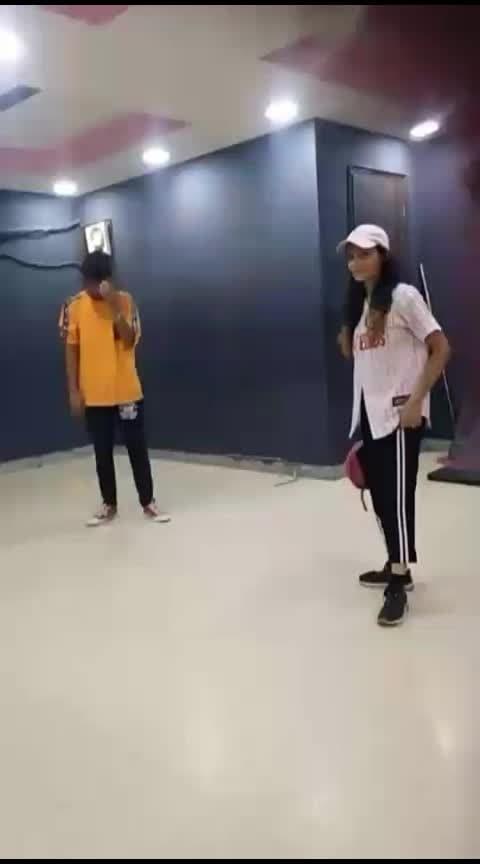 hahaha woah! by cap .... with @vipulnigam.....#divuume #divyagupta #vipulnigam #roposo #roposolove #roposofun #roposomasti #dance #dancelovers #dancelife