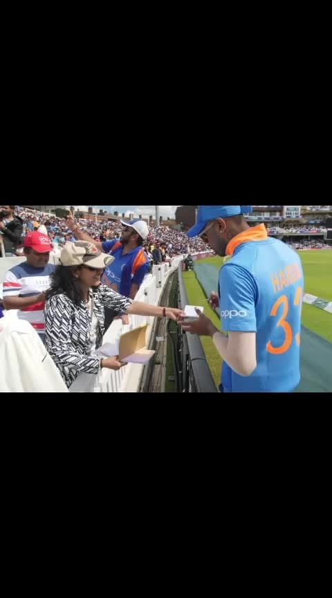 Bowling, fielding and signing autographs!  @hardikpandya93, the all-rounder! 🙌  #INDvNZ #india #newzealand #cricket #lovecricket #CWC19