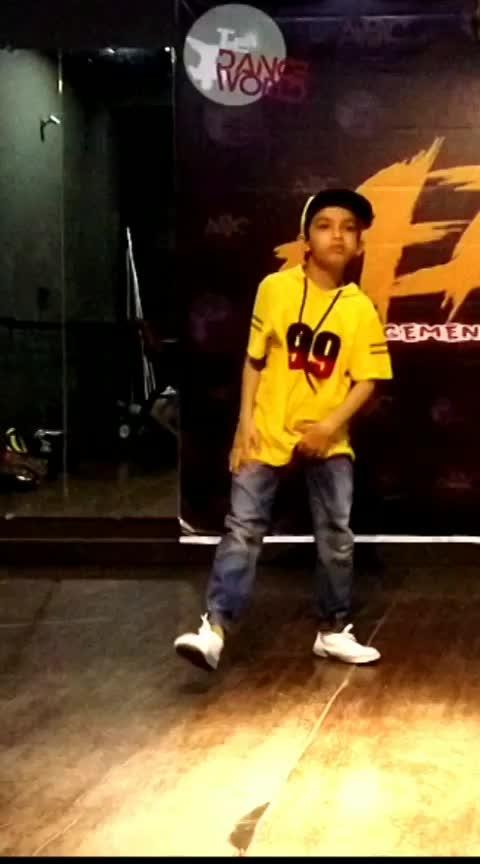 kaam 25 hai..dance  #roposo-kids #editing #byme #roposo-dance #energetic #dance #divine #kaam_25_hai_