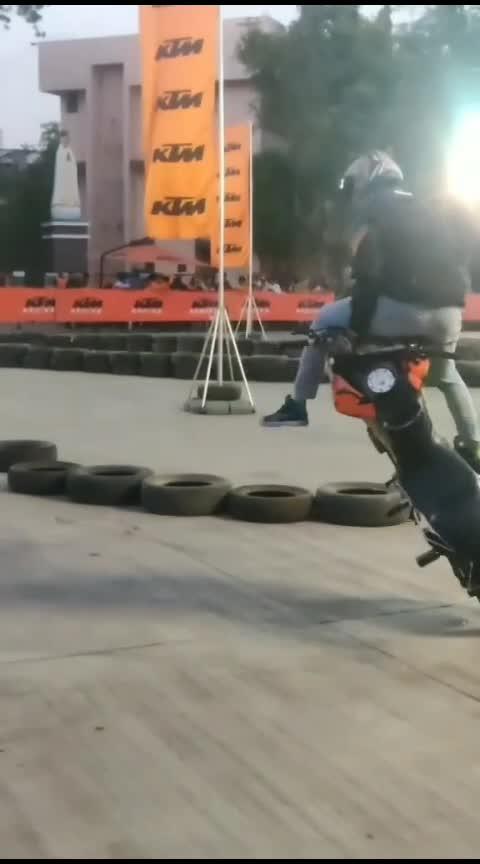 bike stunt #bikestunt  #bukestunt  #ktm-stunt #roposo #bikerides  #bikestunt