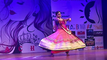 Rashmi Pitre performs on a new song @ St. Andrew's Auditorium Bandra #newsong #dance #kathakdancer #celebritydancer #roposo #rashmipitre #rashmipitreart