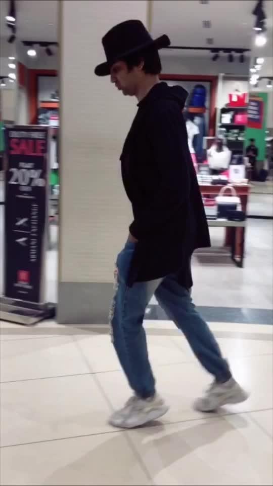 Moonwalk at Airport . #moonwalking #moonwalk #mj #michaeljackson #shraeykhanna #sk #dance