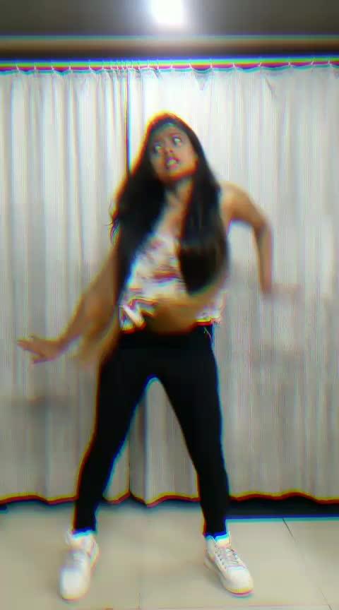 Dance Video on Hauli Hauli !  #hauli_hauli #dedepyaarde #ajaydevgn #rakulpreetsingh #tabu #newmovie #bestsong