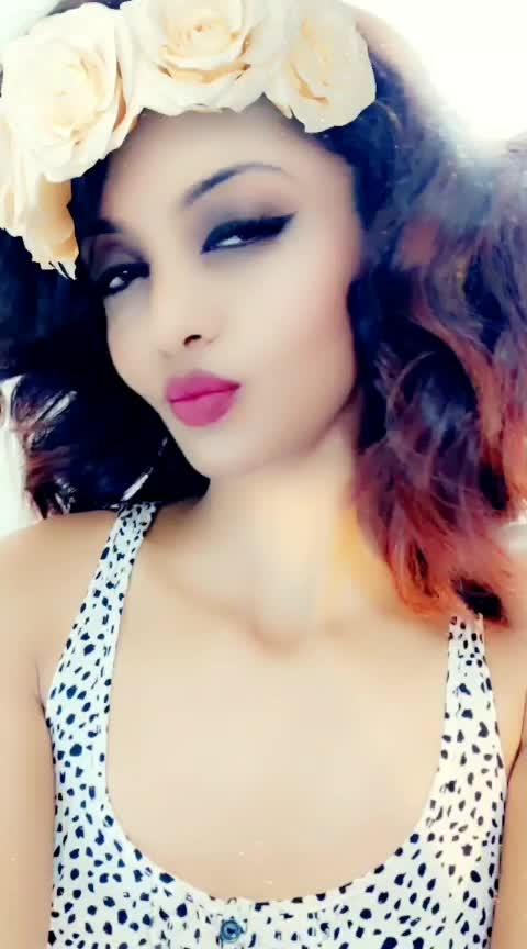#roposostar #roposostyle #featurethisvideo #roposo-bollywood #bollywoodsong #expressionqueen #dramaqueen #influencer #socialmediainfluencer