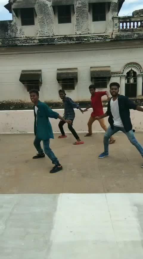 Dancing with crew mates😇💚#banarasee #vinnaithaandivaruvaayaa #simbu #trisha #gvm #boysdancing #roposostarchannel #roposobeatschannel #roposo-roposostar