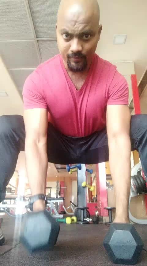 Squads posture holding biceps curls with dumbbells at home #jpnagar #jp_fitness_trainer #jsfitnesszoneyoutubechannel #jsfitnesszone #roposo #roposostar #risingstar #roposocamera #roposomodel #roposoacting #roposo-good #fitness #backworkout #onearm