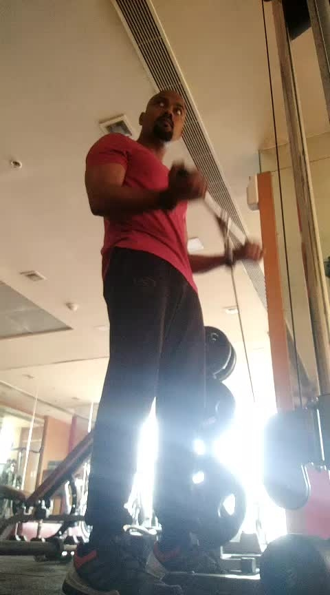 Standing biceps cable curls 20 rips #jp_fitness_trainer #jsfitnesszoneyoutubechannel #jsfitnesszone #roposoness #roposofitness #ropososong #biceps #work-mode #workoutstyle