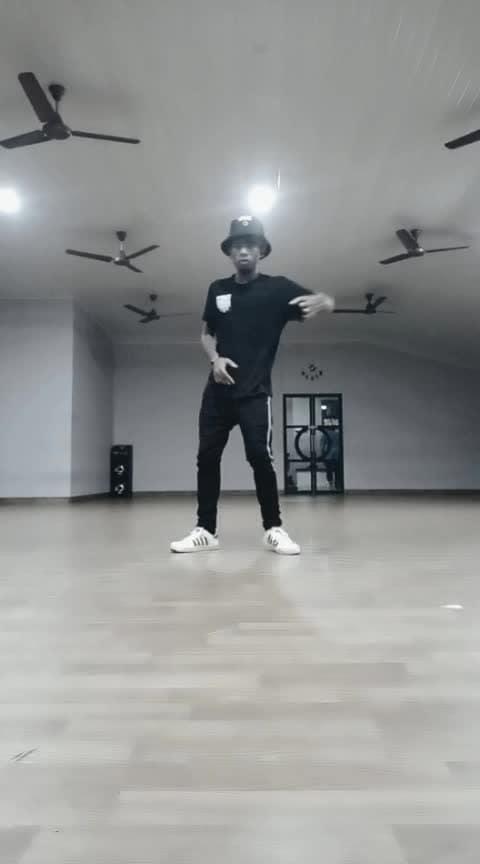 #abhimujhmeinkahin #roposo-dance #roposo-dancer #roposo-dancers #animationdance #waving #dancelife #violin  #danceindia