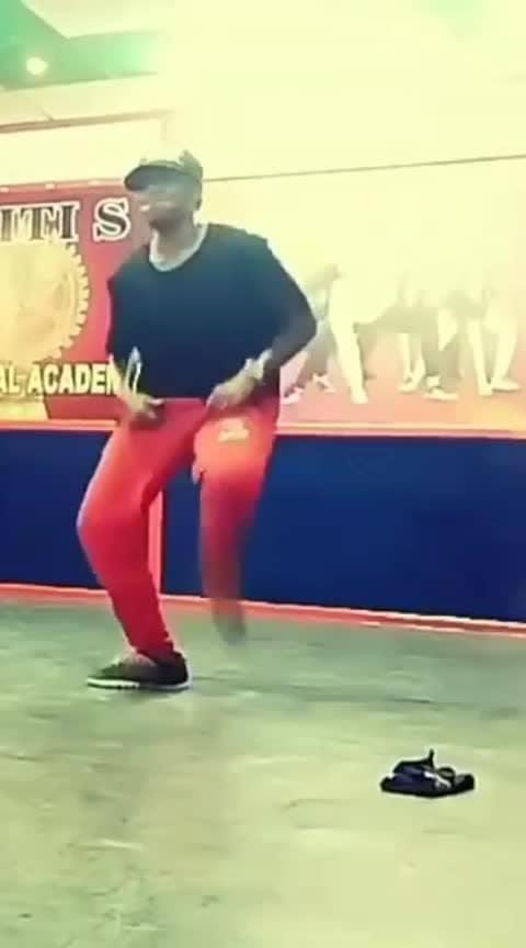 #kodiparakutha #dhanush #krump #part1 #roposobeats #dance