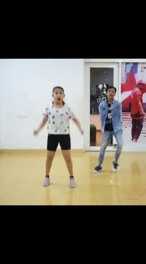 Song : The Jawaani Song Performer : @hunar_rocks Choreography : @vijay_akodiya . . . #dance #dancer #lovedance #dancelove #lovedancing #dancelover #bollywood #bollywooddance #bollywooddanceroutine #swag #girlsswag #thejawanisong #choreographer #choreography #indiandancefederation