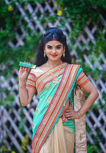 Me in a saree for ad shoot ! #rashmipitreart #actress #ads #model #sareemodel #greensaree #madhisland #shoots #rashmi_pitre.art #fundays #lovemywork #workoholic #fanslove