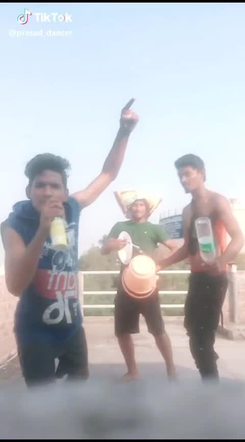 funny dance guys #lol-roposo #dancelove #roposo-dance #djremix #djbravo