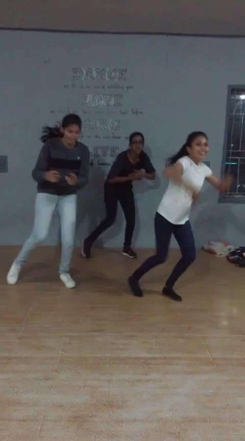 kannamaunna 💜💃💃💃#girlssquad#eidmubarak#risingstar#mohana#mohanadancevsdance#featurethis#tamilgirls#roposo-dance #roposo-dancer#roposo-tamil#roposo_india