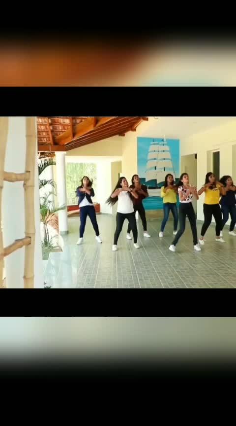 #takkunutakkunu #dancecover #roposo_dance #roposodancer #dancerslife #sivakarthikeyan #nayanthara #Mr.Local #NanDy