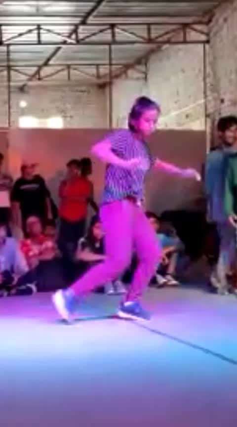 my recent throwdown 😁 #freestyle #hiphop #roposo-dancer #roposopost #music #beats