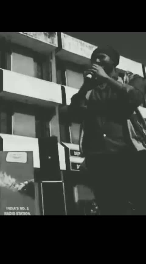 #liveperformance #gigmoments #blackandwhite #singing #acoustic #kailashkher #terideewani #bheegibheegi #james #lifeinametro #instavideo #roposo  #instadaily #videooftheday #musically