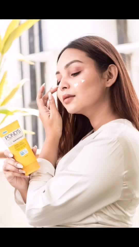 Stepping out in Summer is no more a problem. All thanks to @pondsindia Sunscreen.  It protects my skin with it's SPF 30 & 50.  Now go out freely in the sun with the new POND's Sunscreen at just ₹99. Link in the bio #PondsIndia #PondsNonOilySunscreen #BeSunReady #PondsSunProtect #Beauty #Skincare #pondssunscreen  . Shot by @myeyeshaveit  . #priyaancka #delhiblogger #delhibeautyblogger #delhi #portrait #delhi_igers #followme #instafollow #sunscreen #productreviewer #summer #india #india_gram #indiablogger #beautyblogger #beautyfull #outdoor #beautyreview #naturallighting #naturallight #lovewins #happy