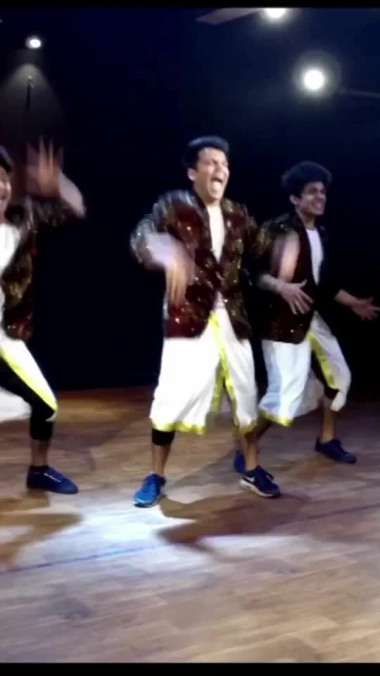 Funnyboys #dance #comedydance #rops-star #bollywoodstyle #havankarenge