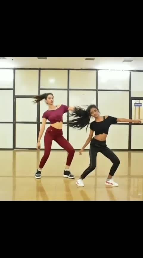 😍Awesomely Done This Choreography💃👯♂ Follow : @BangaloreDancers Dancer : @kashika_sisodia Song : 'Dheeme Dheeme'🤟✌ by @tonykakkar  #DheemeDheeme #dancecover #tonykakkar #dance #dancer #lovedance #lovedancing #trending #bollywood #bollywooddance #swag #regrann #dancefaculty #LokeshBangari #beats #wow