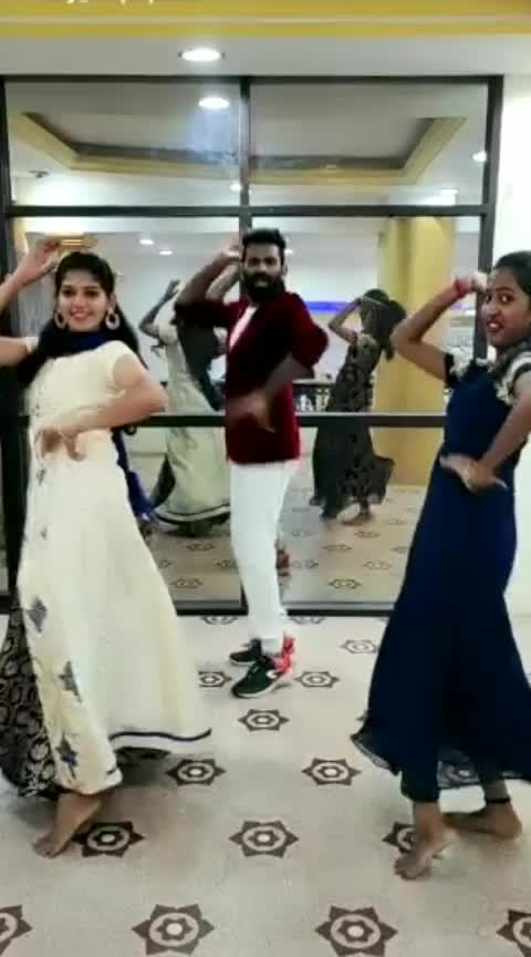 Athan Varuvaga #dumdum #madhavan #jothika #marriage-song #withbrother #cbe #div #roposodancing #triplets