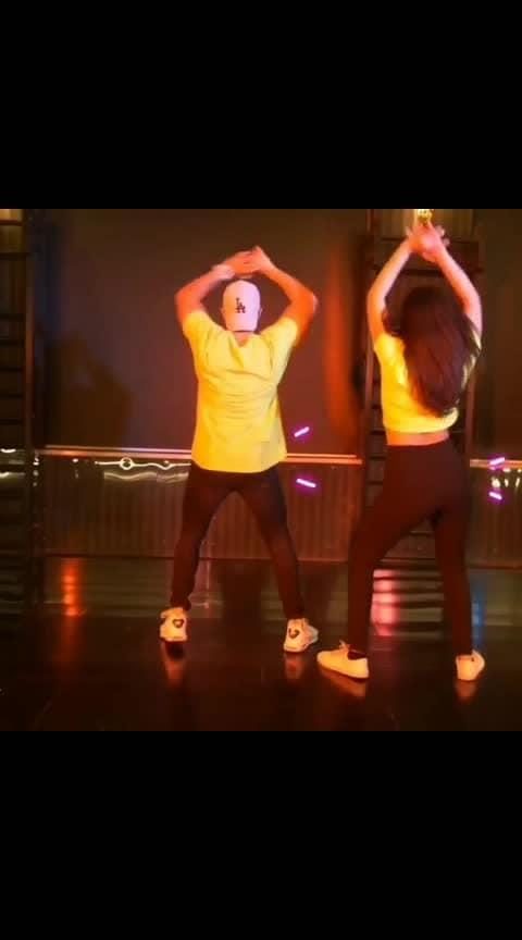#Repost @aadilkhann -  FIRST VFX VIDEO KAISA LGA?? With/ @avika_n_joy 🤗🕺 GET READY BOLLYWOOD DANCE  WORKSHOP TOUR PUNE - 29 & 30TH JUNE New Delhi - 28th July SURAT - 21ST JULY AHMEDABAD - 1st September WHATS APP FOR DETAILS - 8369392613 . VIDEO  SHOT & EDITED BY - @ritiksingh99 VFX BY - @jayhemrajani19 #GALIGALI #vfx #dance #avikagor #aadilkhan #mumbaidancers #indiandancefederation
