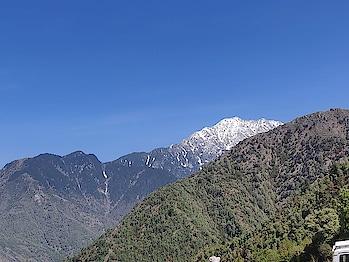 #mcleodganj #mcleodganjdiaries #mcleodganjtrip  #nature #sky #blue-coloured  #darkblue  #mountains #snow