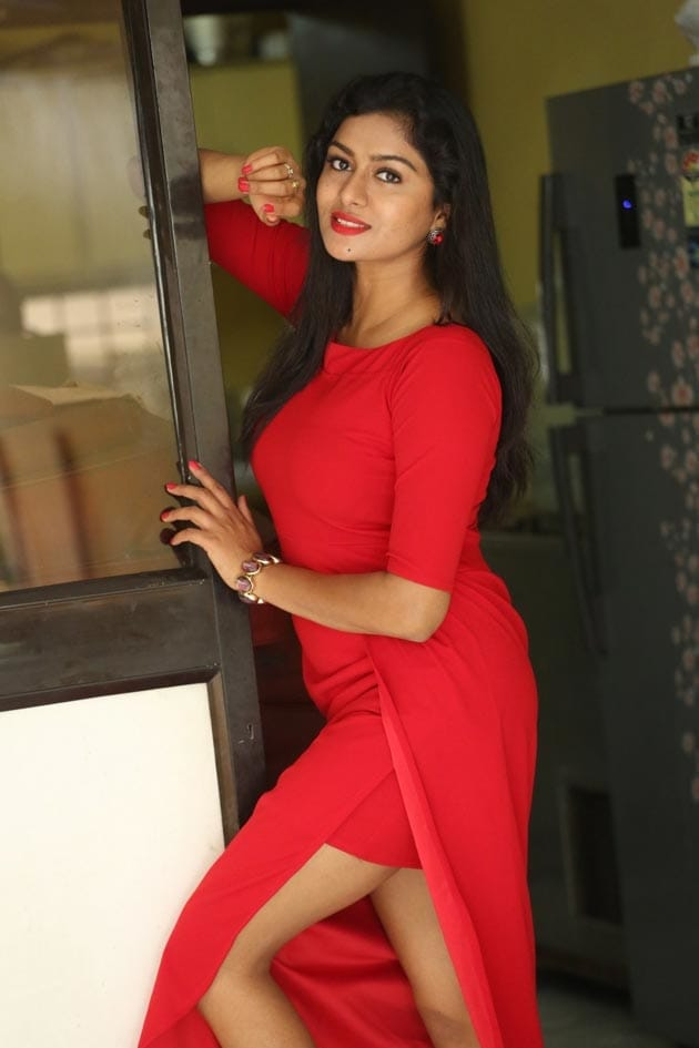 Sai Akshatha hot stills in red dress at Special Movie Promotion event https://southindianactress.photos/telugu-actress/sai-akshatha-special-movie-promotions/  #saiakshantha #southindianactress #tollywood #tollywoodactress #indianactress #indiangirl #reddress #fashion #hotlegs #shortdress