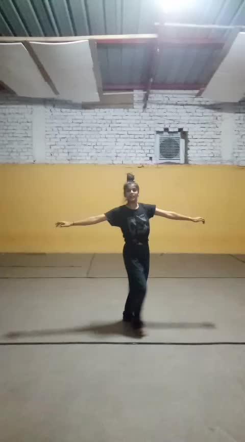 Cheap thrill  #flexibility #roposo-dancer #performer #rehersals #tv #roposo-tv #roposo-famous #girls-enjoy #enjoyement