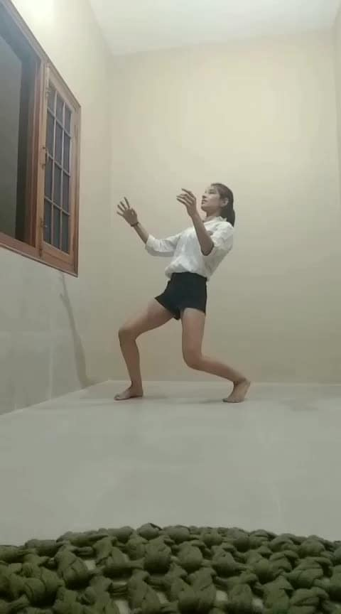 #dancer #roposo-dancer #freestyle #feels #groovy #roposo-dance