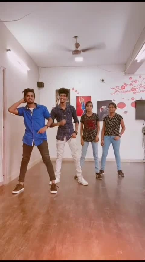 🌞Theru ooram parathu vatha💕 💃Dance💗 #risingstar ##roposo-dance #dance #featureme #foryou #risingstars #love #dancemove #beatkiller #roposo-rising-star-rapsong-roposo #roposo-beats #roposo-rising-star #roposo-tamil #tamil #roposo-soulful #roposo-dancer #dreamz @praveenaprincy @princeprem7