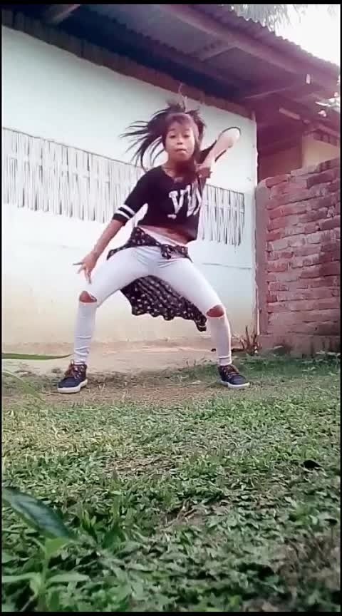item song dance#pinkie #hiphopvideo #ranveer-dipika #priyankachopra #bollywood #itemsong #roposostar #roposorisingstar #beats #wow #foryou #yourfeed #amazingdance Roposo Roposo Tanisha Krishna Manisha @roposocontests @roposotalks #danceindiadance #hiphopdance #internationaldanceday